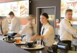 LABOR COST FACTORS IN U.S. FOODSERVICE—MINIMUM WAGE LEGISLATION